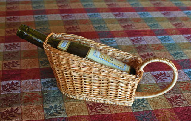 small wine bottle basket